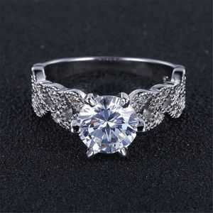 Jewelry - Crystal Leaves Ring